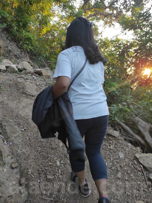 Menuju puncak bukit kezimara
