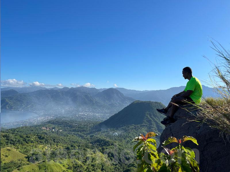 Di puncak Bukit Roja